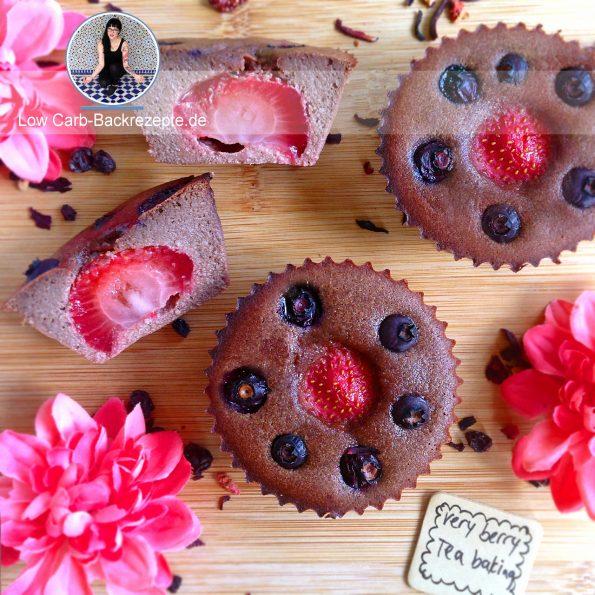 Low Carb Beeren Schoko Muffins mit Erdbeer-Core