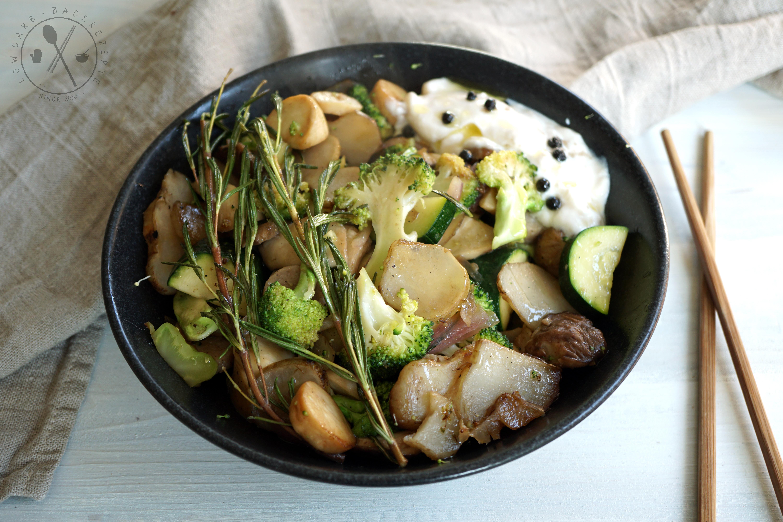 mediterrane gem se bowl mit fruchtigem oliven zitronen l low carb paleo keto. Black Bedroom Furniture Sets. Home Design Ideas